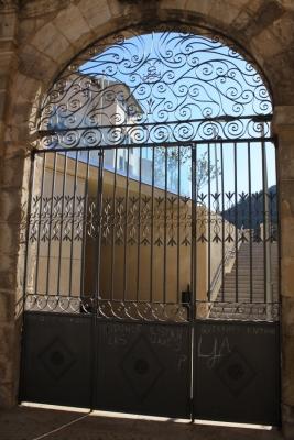 Restauración de puertas del Jardín de los Poetas