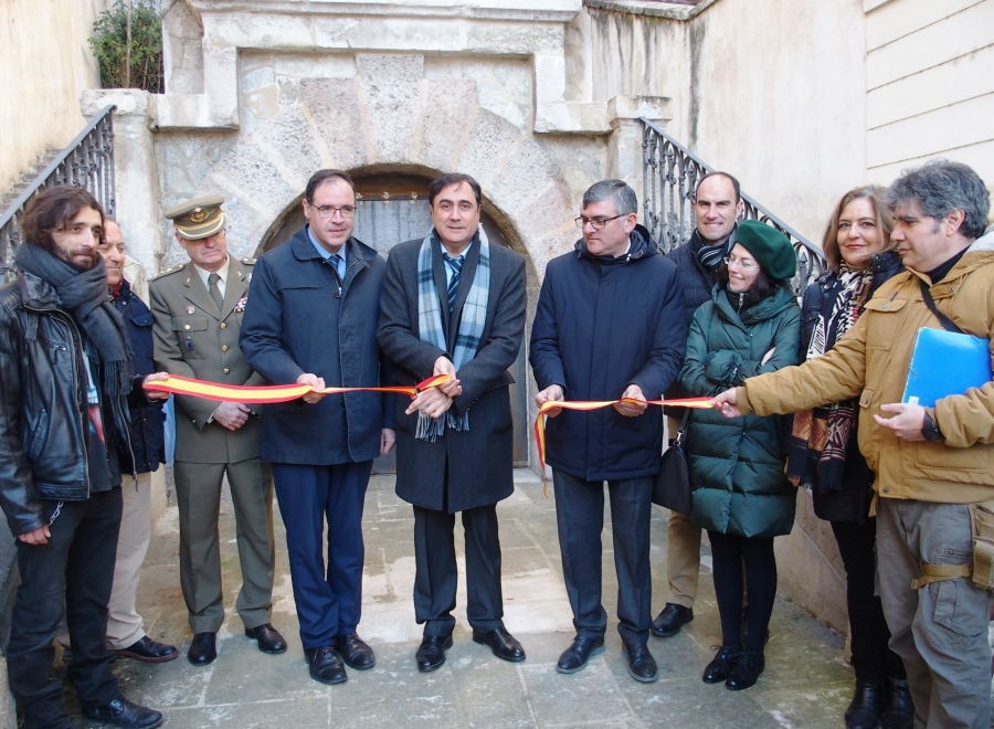Inaugurada la cueva-refugio de la calle Calderón de la Barca